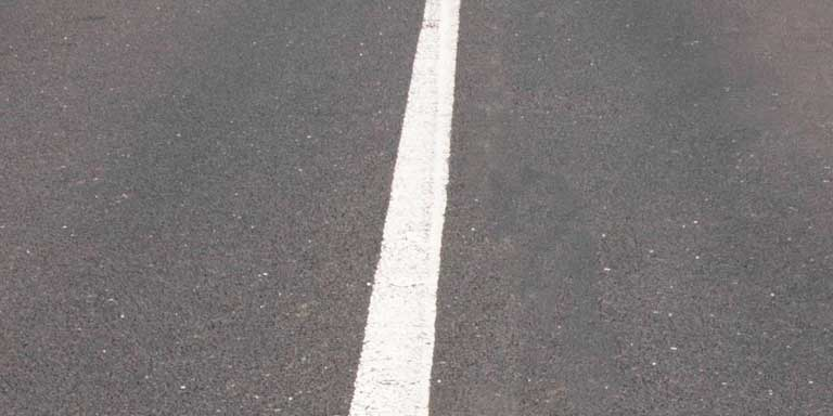 Pavement Markings - Single solid white line