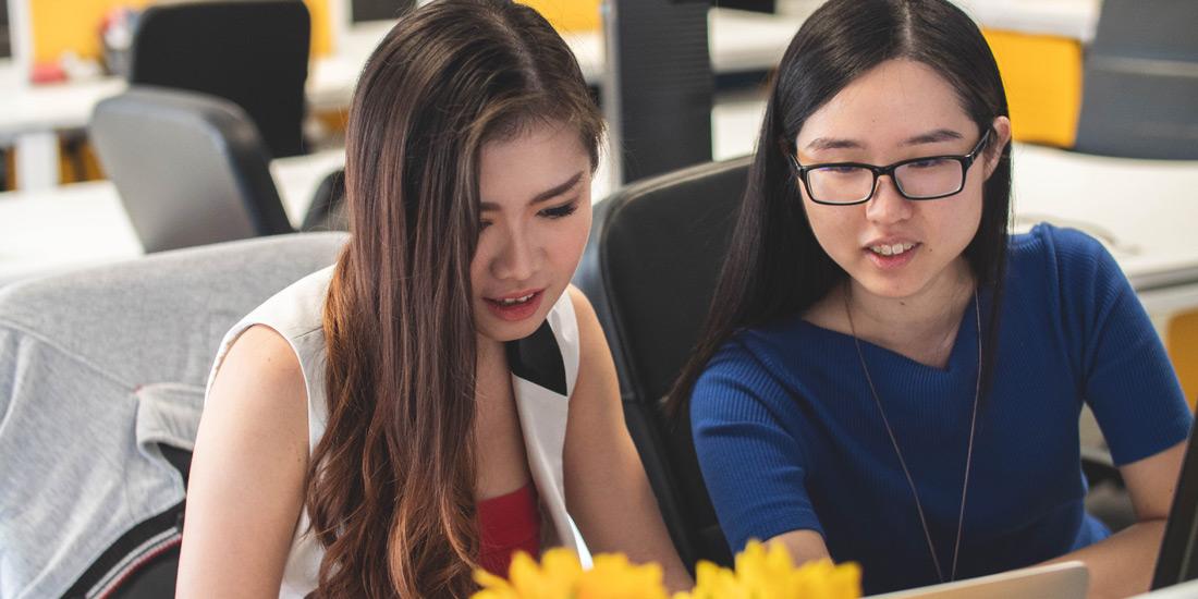 Study with friends - Photo by Mimi Thian on Unsplash
